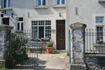 On holiday for 9 persons in this elegant and comfortable lodging in Bastogne in the Ardennes