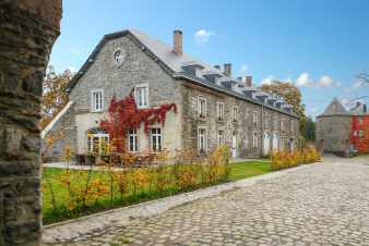 4-star castle annex to rent for a 22 pers. group holiday in Bastogne