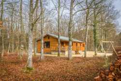 Cosy rental holiday cottage  for 4 persons in the woods of Beauraing