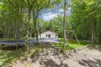 Nice 3 star chalet for six people close to Beauraing.