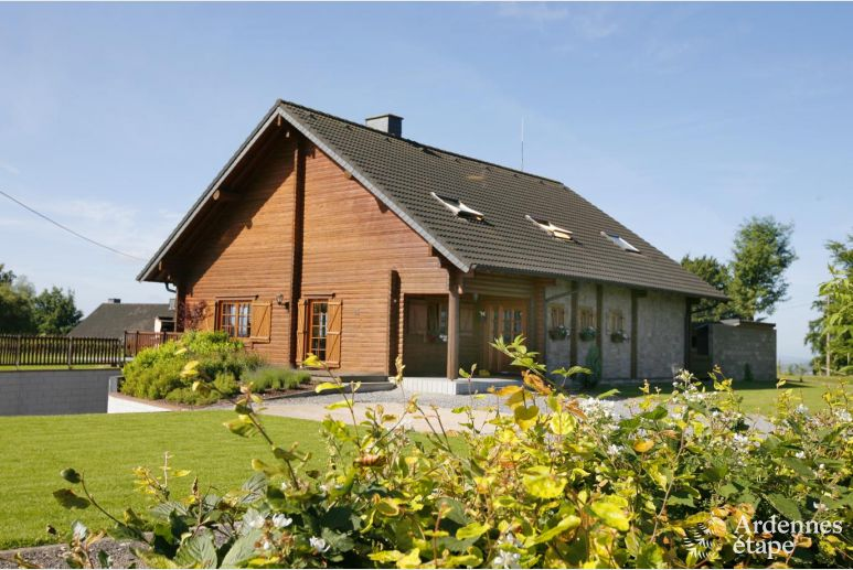 Spacious and comfortable wooden chalet for 15 persons in Bernister