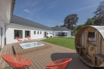Luxury villa in Ciney for 14 persons in the Ardennes