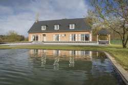Luxury holiday villa with pond and luxury equipment to rent in Doische
