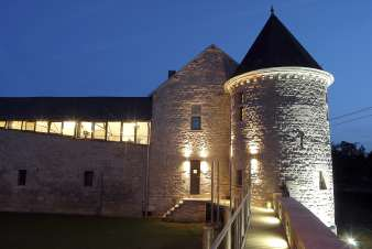 Rental holiday group accommodation in a château in Durbuy