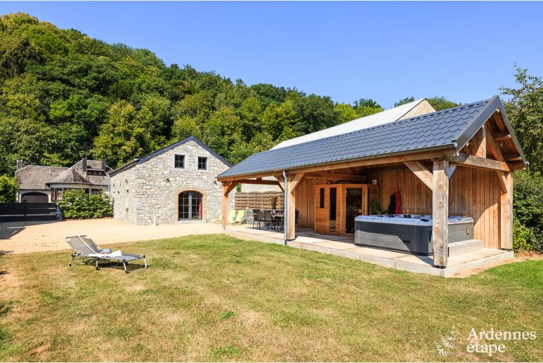 Holiday home for seven people with jacuzzi and sauna near Durbuy.