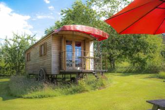 3-star gypsy caravan for couple's getaway in Erezée