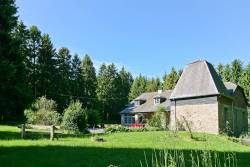 Holiday cottage for 9 persons in tree-filled estate in Ferrières