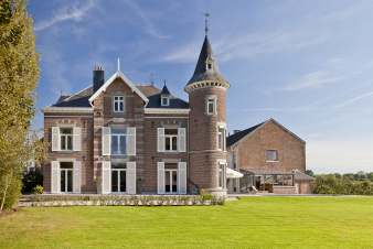 Holiday castle with swimming pool and wellness area for 14 people in Froidthier