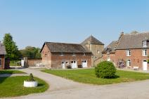 Castle-farm in Gembloux for your holiday in the Ardennes with Ardennes-Etape