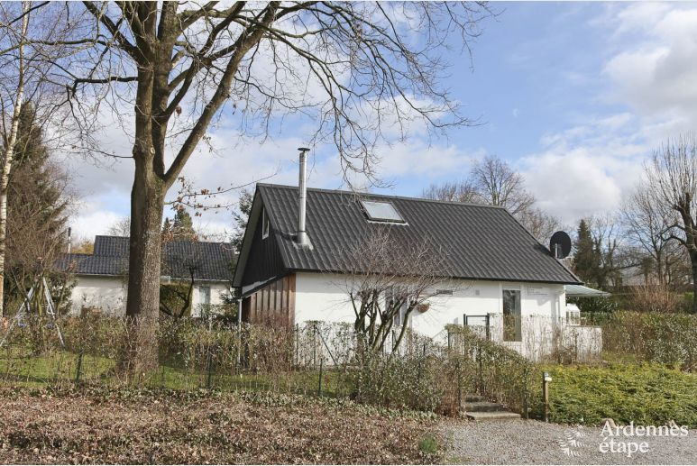 Family holiday in a 3-star cottage for 9 persons in Gemmenich