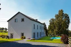 Holiday home with swimming pool for 12 persons in Houffalize
