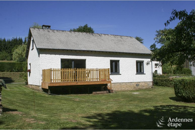 Charming countryside home located in a lovely bucolic setting