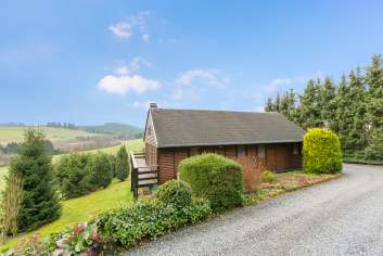 Pleasant chalet for six people with stunning views in Wibrin