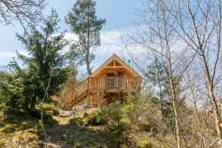 Couples holiday cottage to rent for idyllic stay in woods of Houffalize