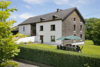 Holiday cottage near tourist attractions for 13 pers. to rent in Houffalize