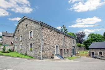 Holiday cottage for 14 people in a typical old farmhouse from the Ardennes in Houffalize