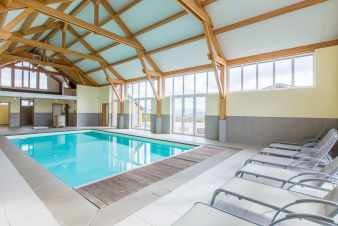Rental holiday house with inside pool and games room in La Roche