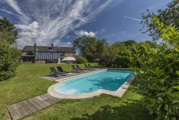 Pleasant holiday home in La Roche for 11 people in the Ardennes