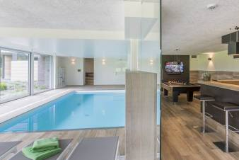 Luxurious villa with indoor pool for 15 people in Libramont