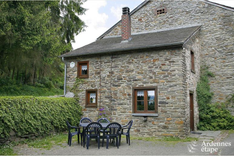 Authentic 2-star farmhouse for 6 people near Lierneux