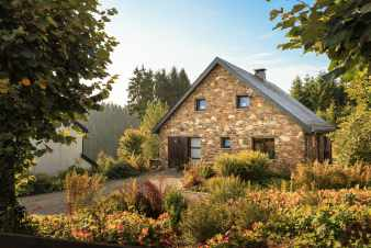 Warm holiday villa for 8 persons in Malmedy near the Bayehon