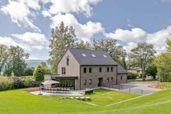 Modern 4-star cottage for 14 people at the edge of the forest, for rent in the Ardennes (Malmedy)