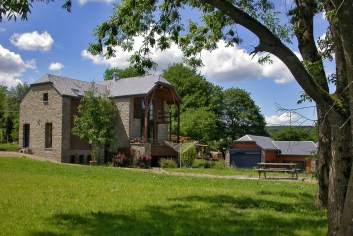 Well-equipped holiday house with wellness room for 8 pers. in Manhay
