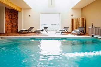 Luxury villa with pool and wellness room for 16 pers. in Maredsous