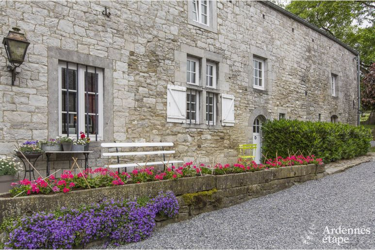 Lovely and charming little cottage for three to five people in Méan.