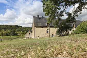 Superb authentic 3.5-star holiday cottage for 9 pers. near Orval Abbey