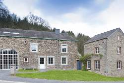 Authentic farmhouse holiday cottage for 16 pers. to rent in Redu