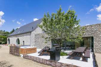 Exceptional villa for 16 people in Belvaux with wellness area.