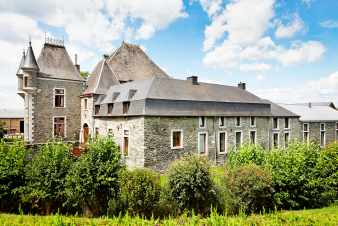 Rural house for seven people in a renovated castle-farm in Sainte-Ode