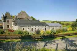 Luxurious holiday home for 34 persons in a castle-farm in Sainte-Ode