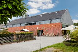 Nature-touched 3-star holiday house for 19 pers. in Somme-Leuze