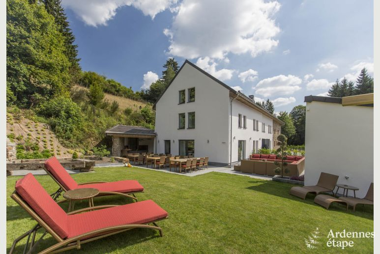 Impressive holiday cottage for 28 people in St-Vith in the heart of the Ardennes