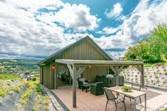 Lovely chalet for 2 persons with Jacuzzi on the heights of Stavelot
