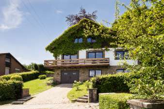 Holiday home for eight people with sauna on the heights of Stavelot.