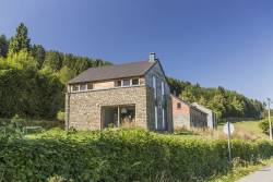 Cosy 4-star holiday cottage with view on the countryside in Stavelot
