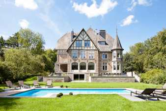 Holiday château with pool and wellness for 30 pers. in Stoumont