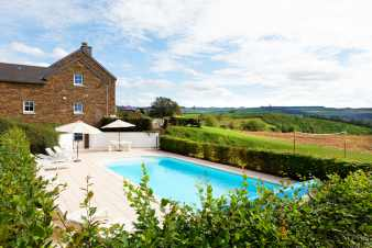 Holiday villa with swimming pool for 14 pers. to rent in Stoumont