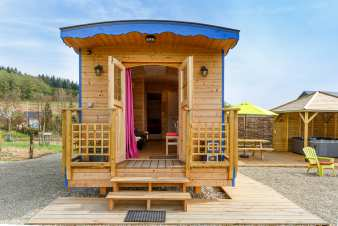 Cosy caravan with jacuzzi to rent for an exotic holiday in Vielsalm