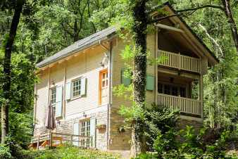 Luxurious chalet with bubble bath and sauna in Viroinval, surrounded by nature