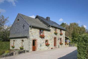Holiday cottage in Waimes for 16/18 persons in the Ardennes