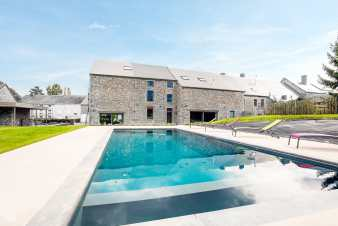A 5 star pool holiday for 18 people in Wellin