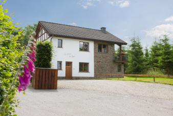 Cosy and luminous holiday cottage for 16 persons to rent in Xhoffraix